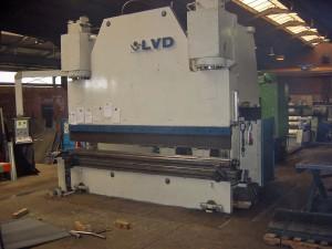 LVD Presse 640 tonnen Länge 4000mm